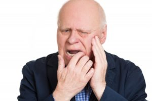 Man with slipping dentures at risk of oral cancer